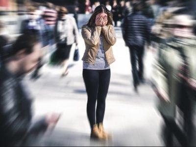 Çfarë është agorafobia? Shkaqet, simptomat dhe trajtimi
