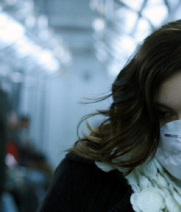 Këshillat e psikologëve/ Koronavirusi, si të mos bini në kurthin e panikut