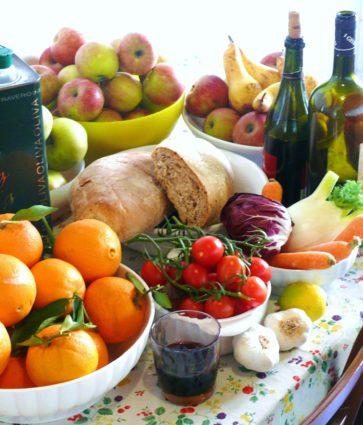 Çfarë duhet të hamë? Si ndikon ushqimi në mikrobiotën e zorrëve