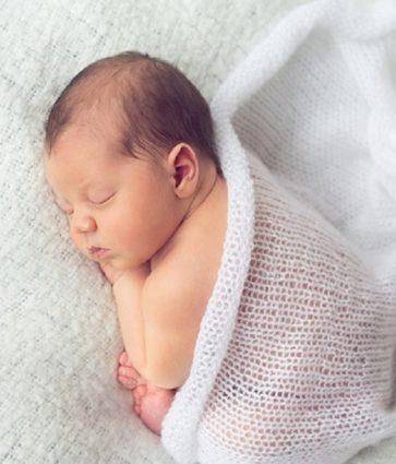 Pse ndodh hernia e kërthizës tek bebet, si trajtohet