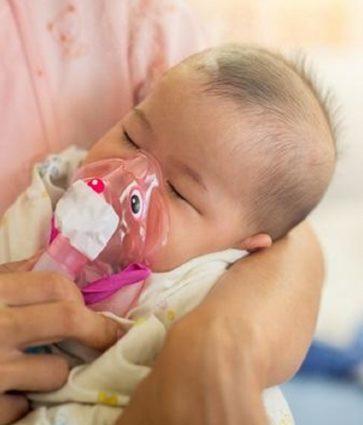 Bronkopneumonia e latantit, çfarë duhet të dimë dhe këshillat e pediatres