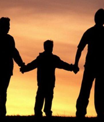 Si duhet të sillemi me të vegjlit tanë? Marrëdhëniet prind – fëmijë