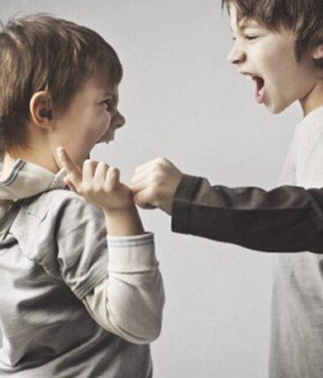 Fëmijë agresivë? Këshillat e terapistes: Si duhet t'i trajtojmë problemet e sjelljes