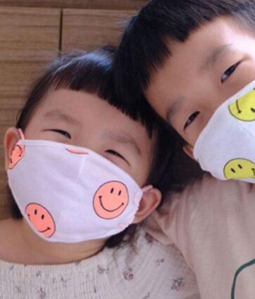 Këshilla të vefshme/ Si të ndihmoni fëmijën tuaj të ndihet i qetë duke vendosur një maskë