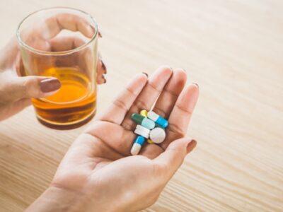 A mund të konsumohen bashkë alkooli dhe ilaçet?