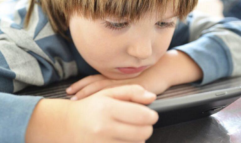 Si ndikon teknologjia në problemet gjuhësore dhe të zhvillimit tek fëmijët
