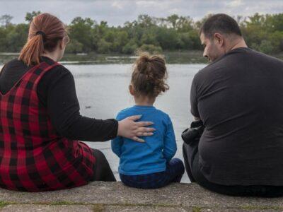 PSIKOLOGJI/ Si të flasim me fëmijën për vdekjen e një njeriu të dashur